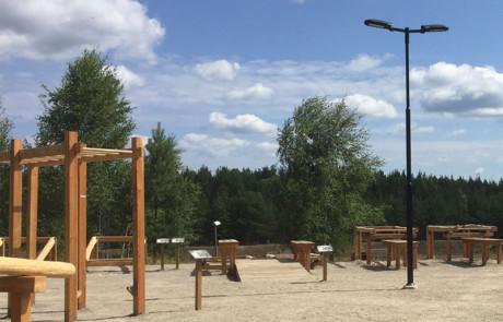 Prisma Tibro, Sweden | Prisma Eliott | LED gatubelysning |Vägbelysning | Hur belyser ni elljusspår, motionsspår, skidspår? | Svart Prisma Eliott vid utegym i Haninge